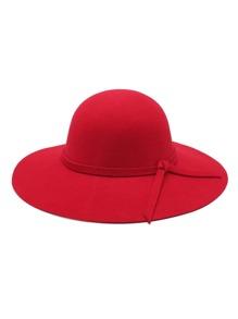 Chapeau avec bord gros avec détail de lacet