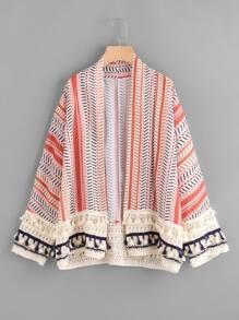 Kimono con fleco ribete de croché con estampado al azar