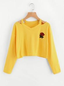 T-Shirt mit Cut Out um den Ausschnitt und Rosefleck