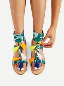 Sandales à fond plat avec des franges