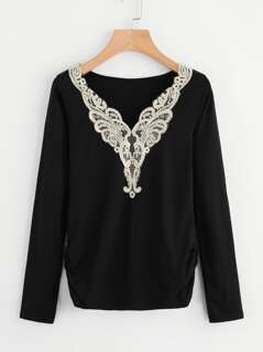 Contrast Embroidery Applique Shirred Side T-shirt