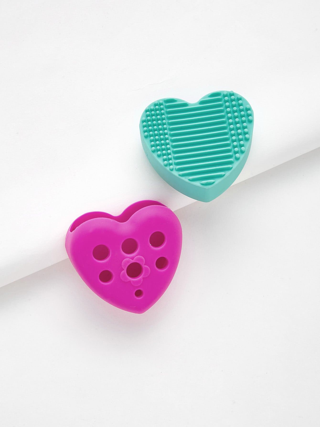 Heart Shaped Makeup Brush Cleaner 2pcs apple shaped makeup brush cleaner 2pcs