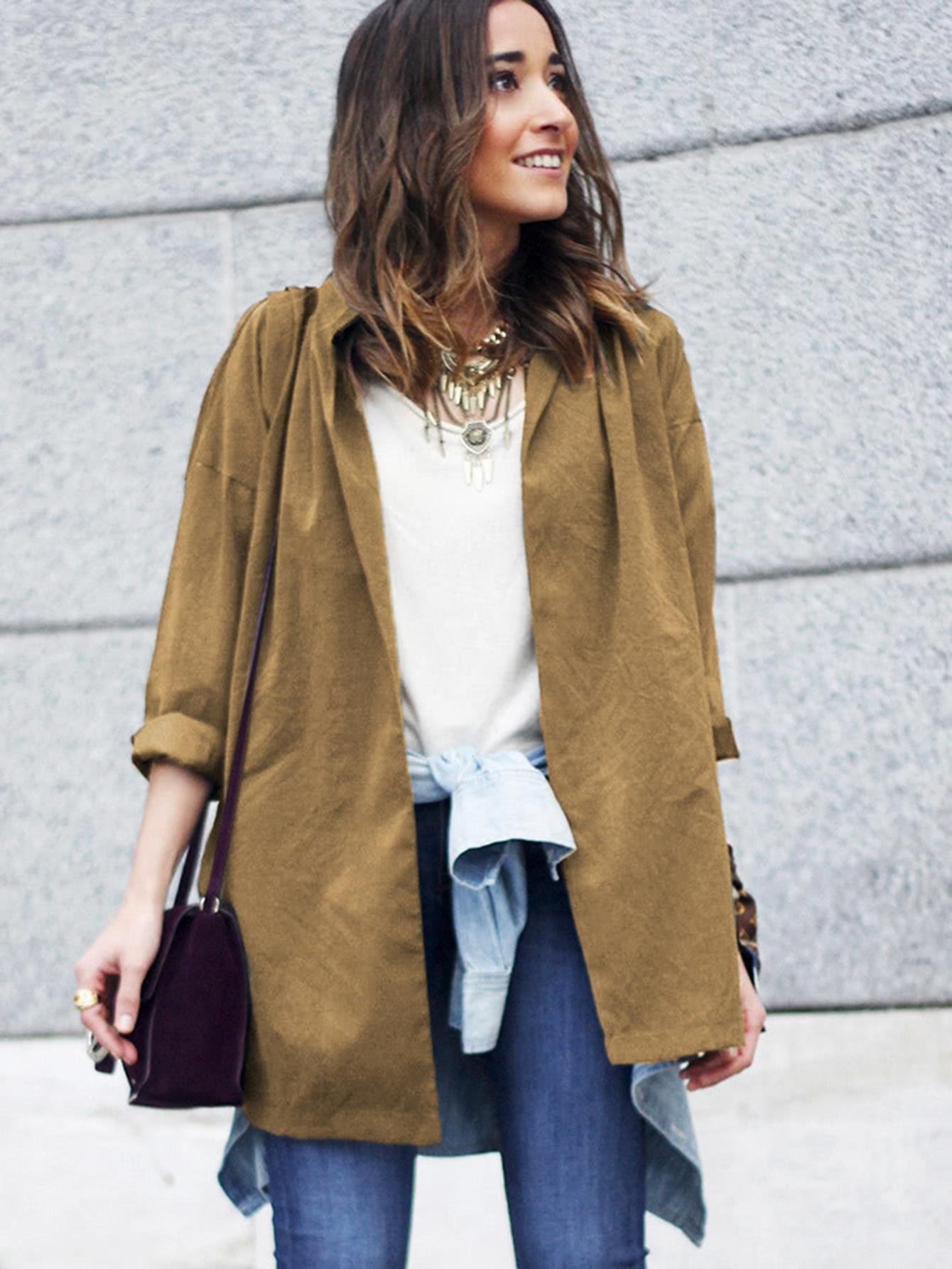 Модное легкое пальто с поясом и вырезом