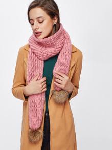 Écharpe en tricot détail de pompon