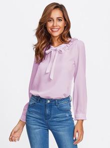 Модная блуза с бантом и оборкой