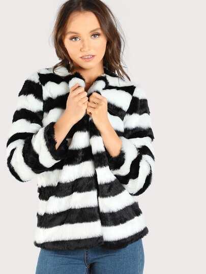 Модная куртка из искусственного меха