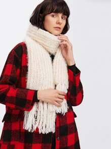 Écharpe tricoté avec garniture de frange