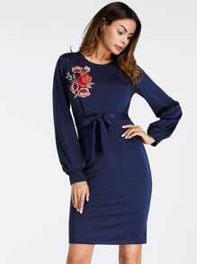 Kleid mit Stickereien, Applikation, Bishopärmeln und Schlitz hinten