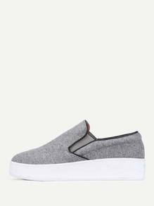 Zapatillas con diseño ribeteado
