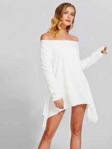 Schulterfreies Kleid mit asymmetrischem Saum