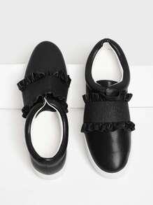 Chaussures de sport avec des plis