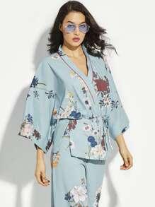 Kimono con estampado floral y cinturón