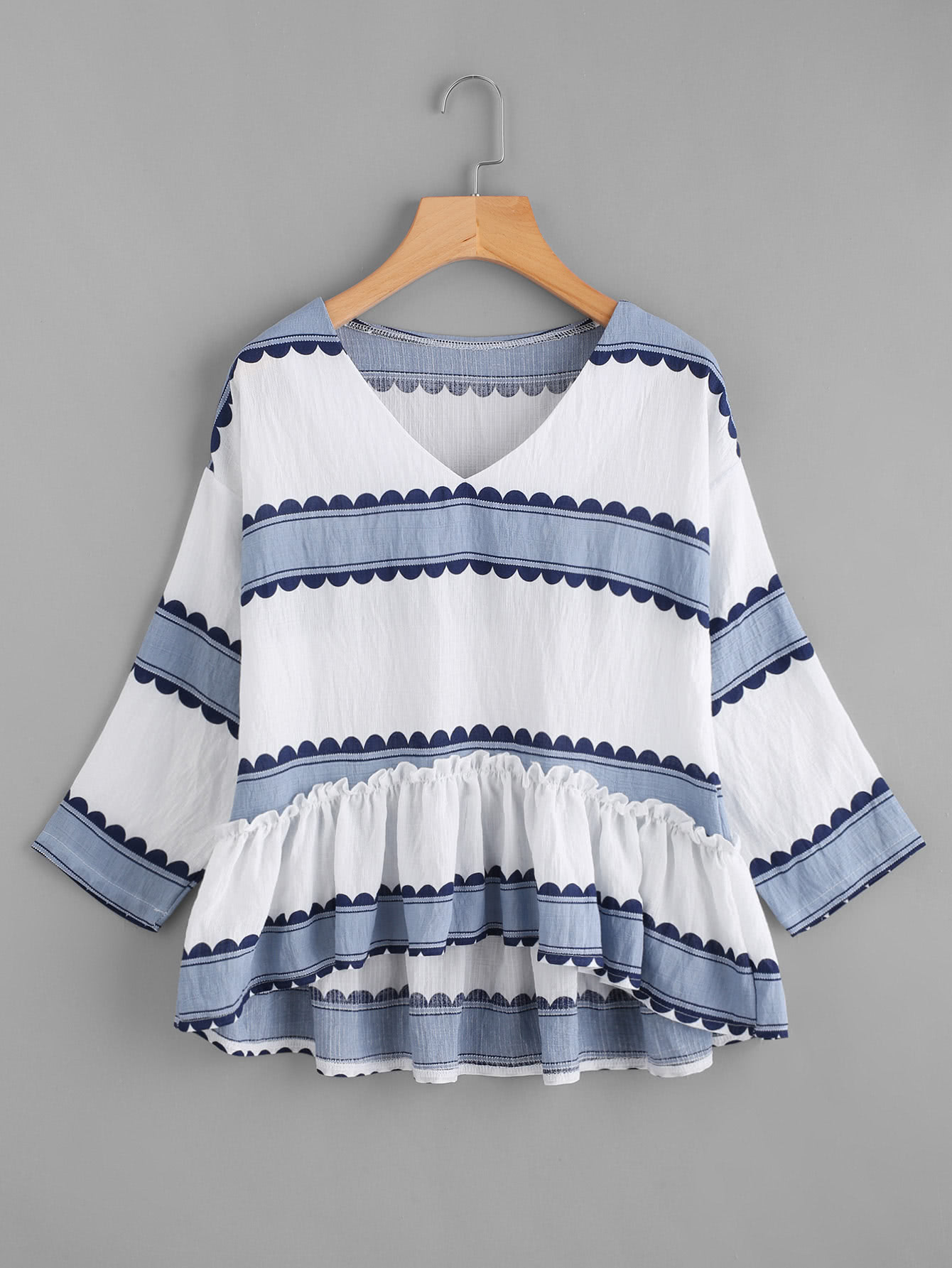 Bluse mit V Ausschnitt, Streifen, Falten und abfallendem Saum