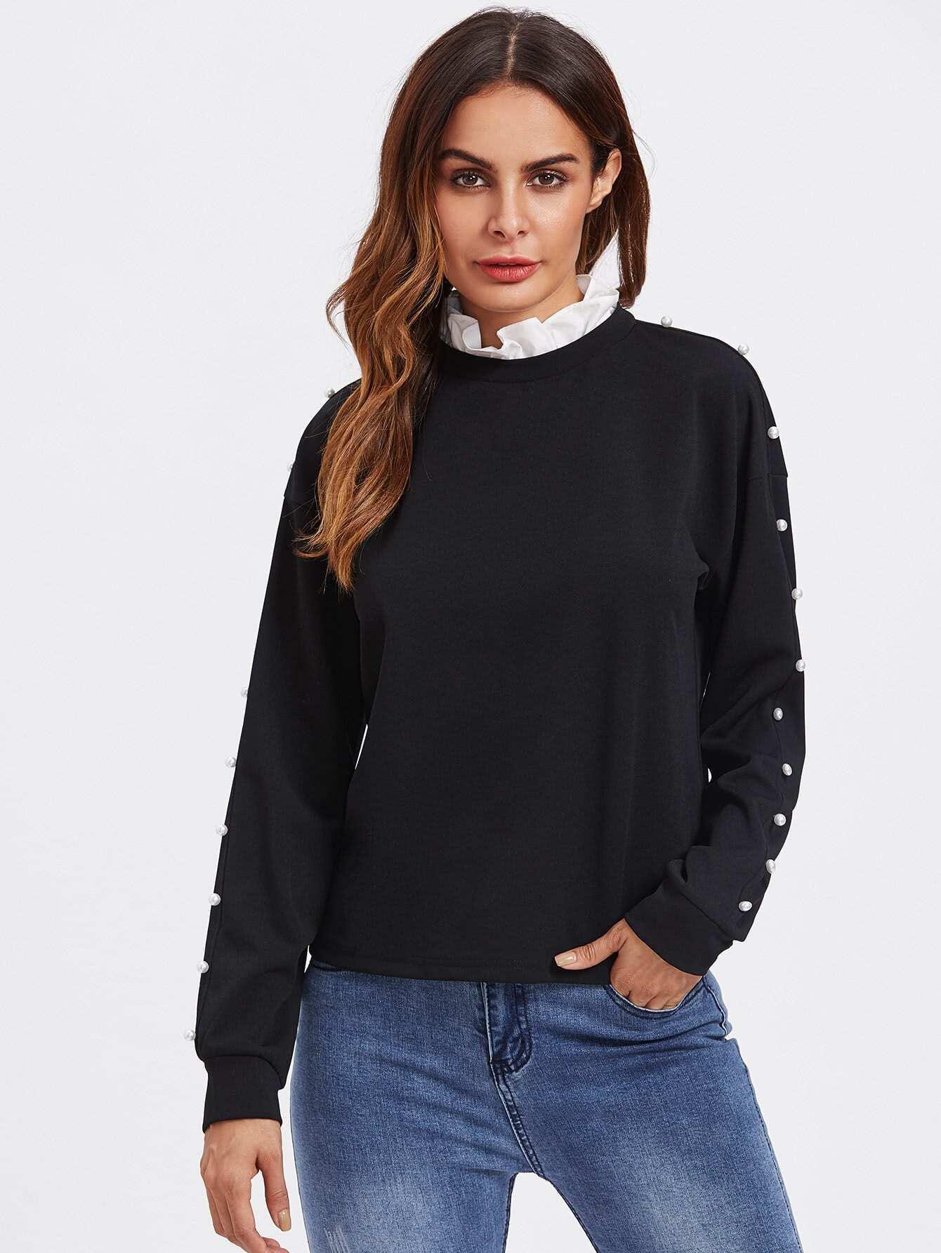 Sweatshirt mit schößchem Saum auf dem Ausschnitt und Perlen
