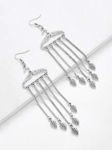 Boucles d\'oreille détail de feuille avec chaîne et frange