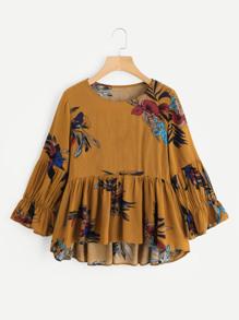 Blusa asimétrica con estampado floral y volantes
