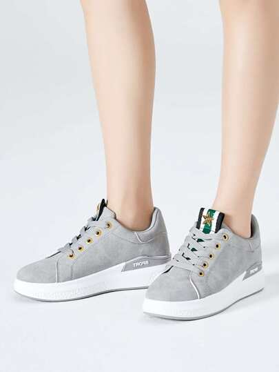 Romwe / Round Toe Lace Up Low Top Sneakers