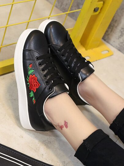 Romwe / Flower Embroidery Lace Up Sneakers