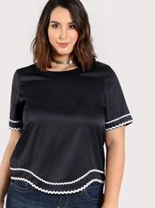 Contrast Wave Lace Trim Curved Top