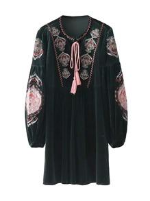 Robe brodée manche lanterne avec lacet