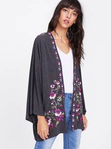 Kimono con bordado botánico