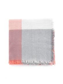 Модный клетчатый шарф