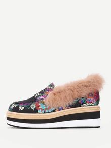 Модные туфли на платформе с искусственным мехом
