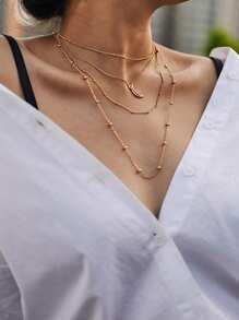 Collier de perle à étages avec pendentif de la lune creuse