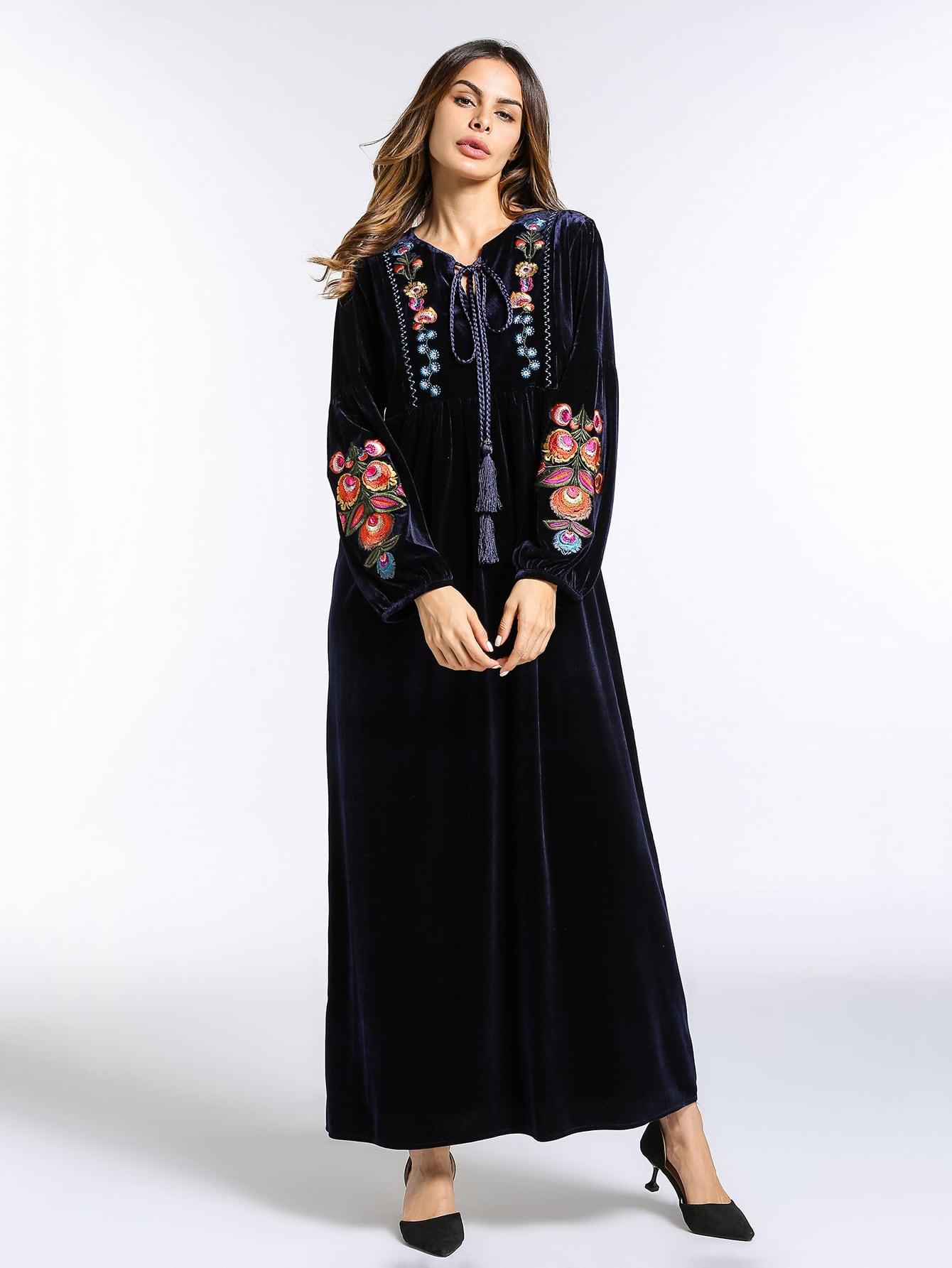 все цены на Tassel Tie Neck Embroidery Velvet Dress