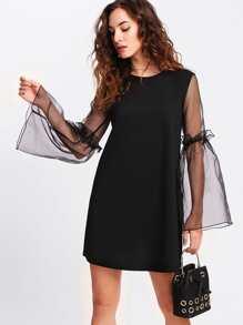 Модное платье с сетчатой вставкой