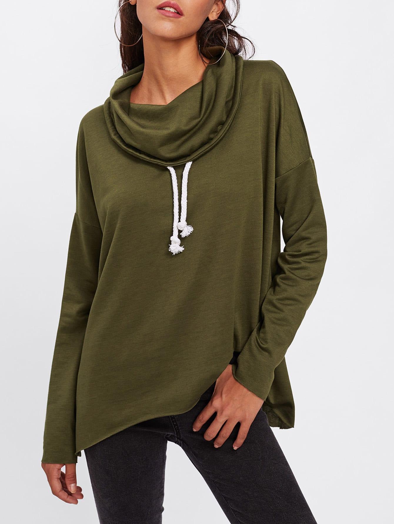Sweatshirt mit sehr tief angesetzter Schulterpartie und Trichterhals
