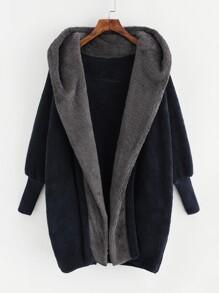 Manteau à capuche contrastée