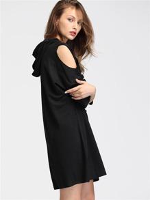 Модное платье с капюшоном и открытыми плечами