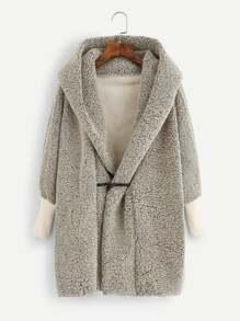 Manteau à capuche avec faux-mouton