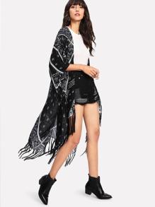 Kimono con estampado de paisley ribete con fleco
