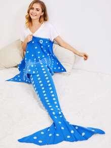 Manta sirena en forma de cola de pez con estampado de lunares