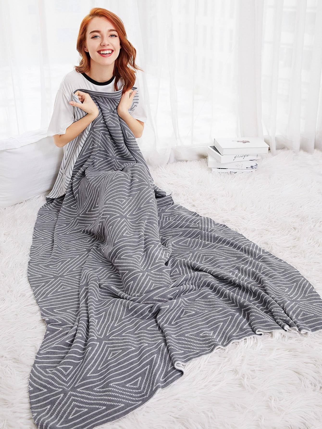 Minimalist Triangle Pattern Blanket
