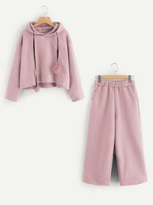 Camisa de capucha con detalle de pompón con pantalones
