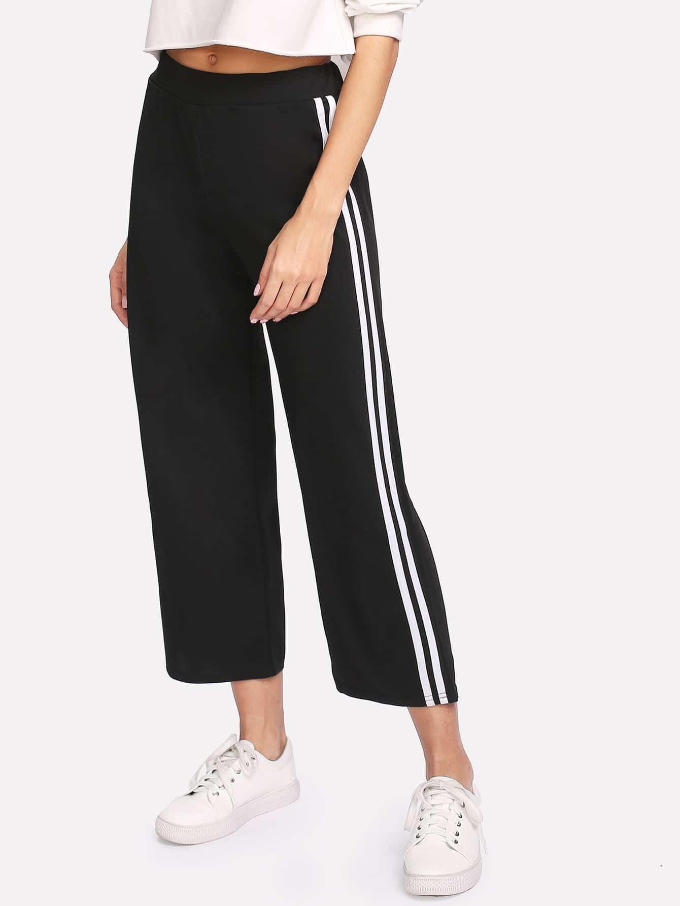 Hose mit elastischer Taille, Streifen auf den Seiten und weitem Beinschnitt