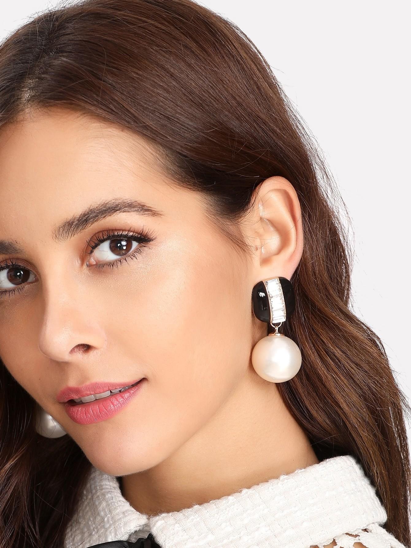 Фото Faux Pearl Detail Contrast Stud Earrings faux pearl round stud earrings