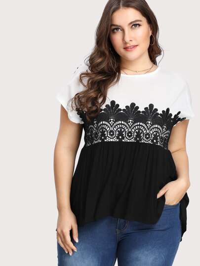 T-shirt con applique in pizzo