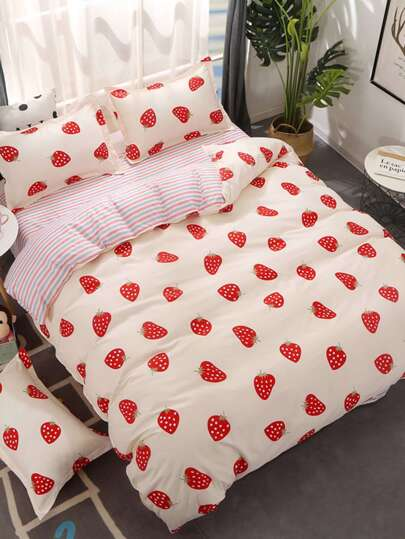 1.5m 4Pcs Allover Strawberry Print Duvet Cover Set