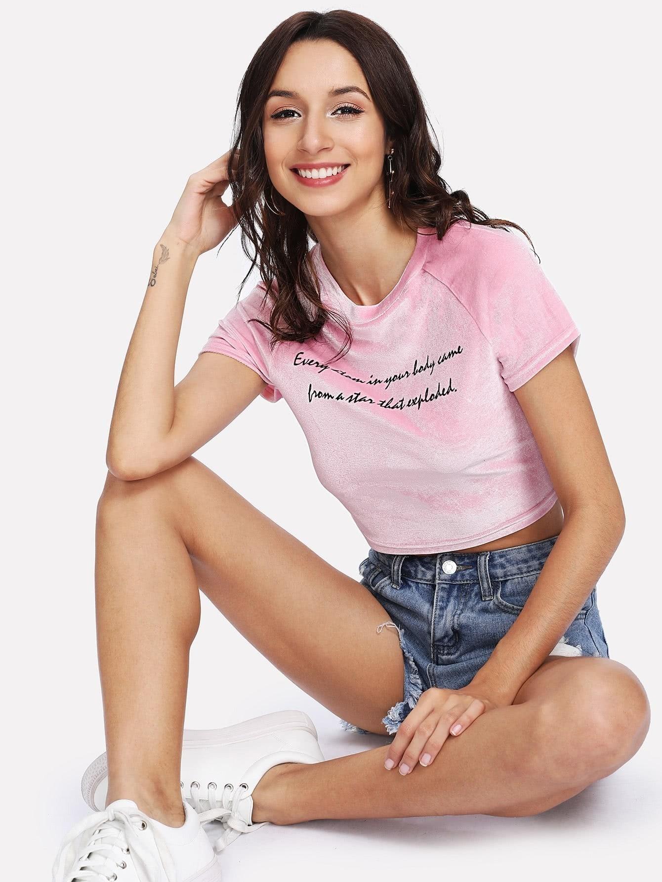 Купить Модная бархатная футболка с текстовым принтом, Gabi B, SheIn