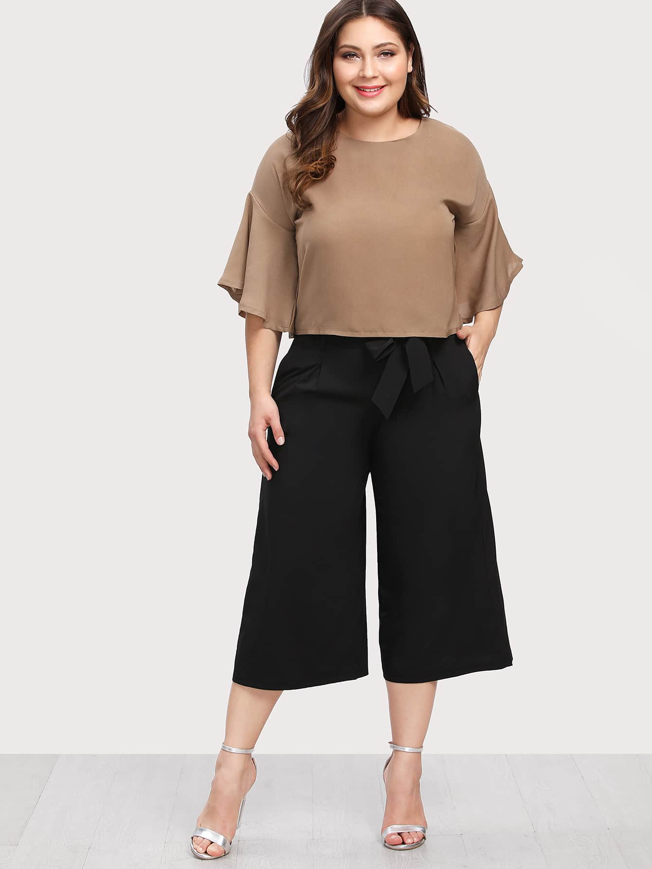 Image of Flounce Sleeve Top & Capris Pants