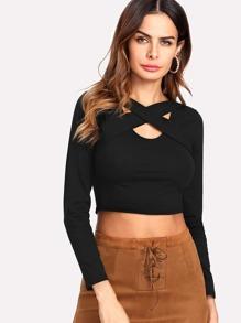 Crop T-Shirt mit Kreuzgurte Detail