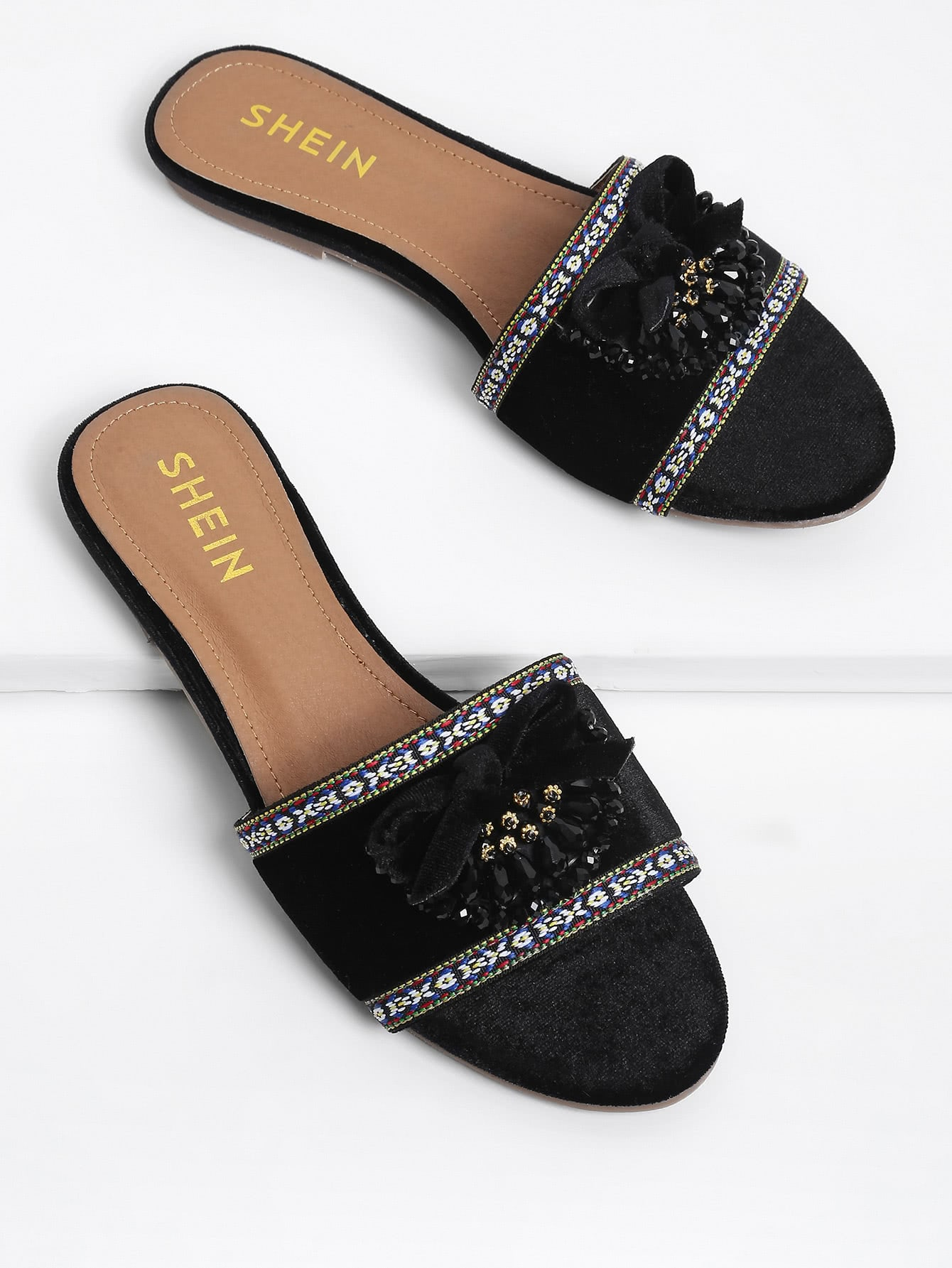 Bow Decorated Flat Sandals With Crystal