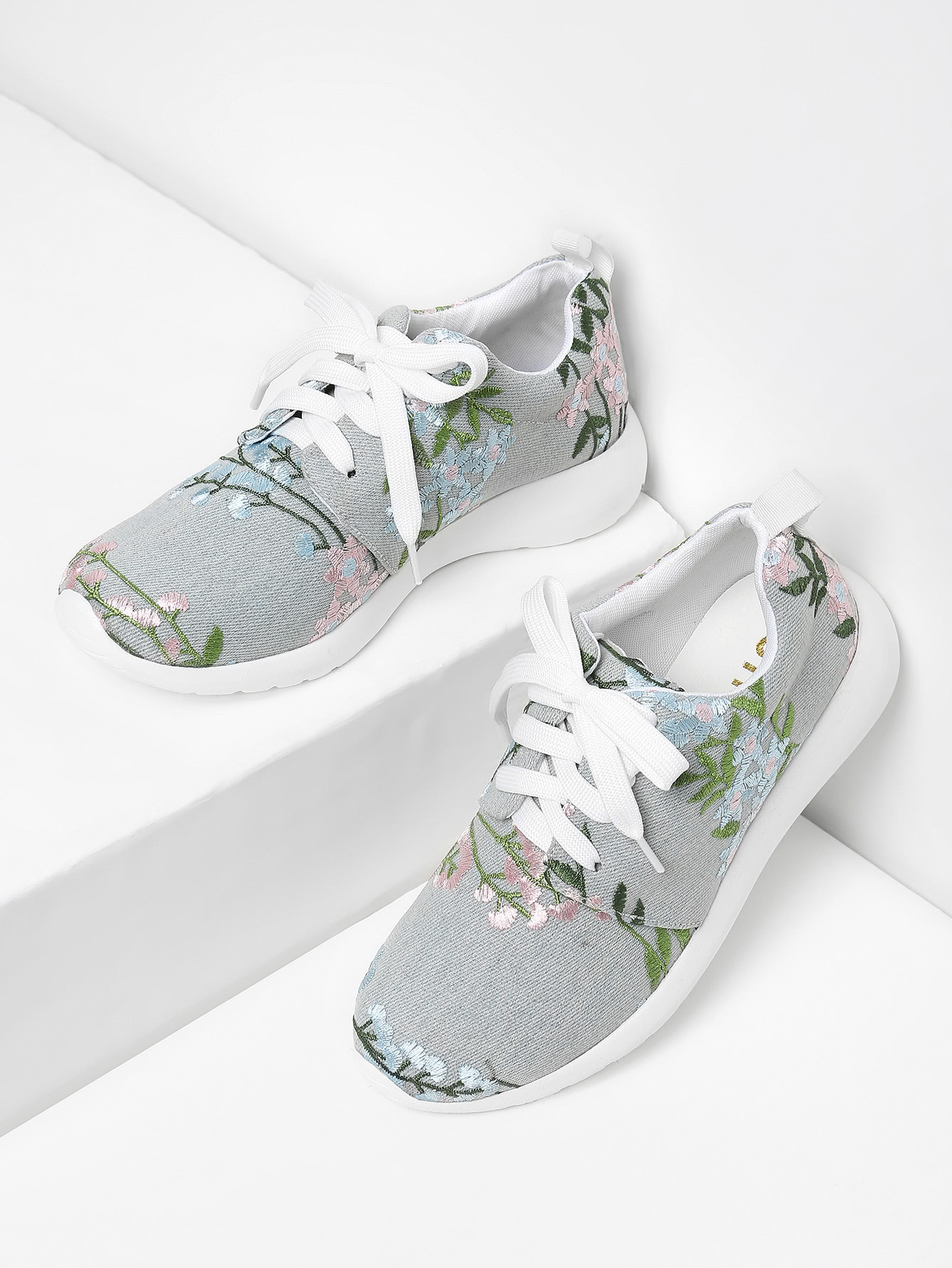 все цены на Flower Embroidery Lace Up Denim Sneakers
