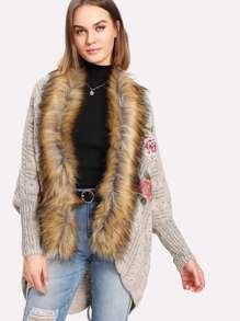 Manteau brodé en fourrure fausse contrastée