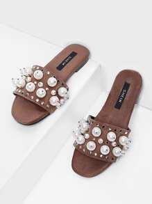 Sandali piatti con perle sintetiche