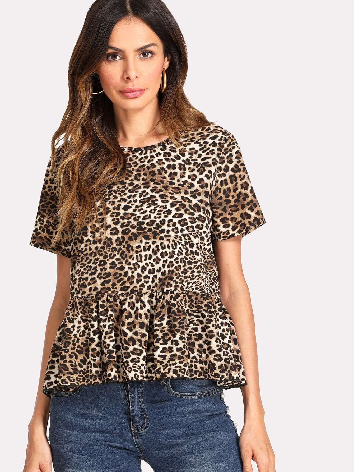 цены Allover Leopard Print Ruffle Hem Top